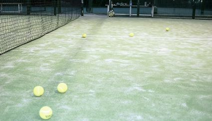 Installation of artificial grass on padel courts: the reasons for its success