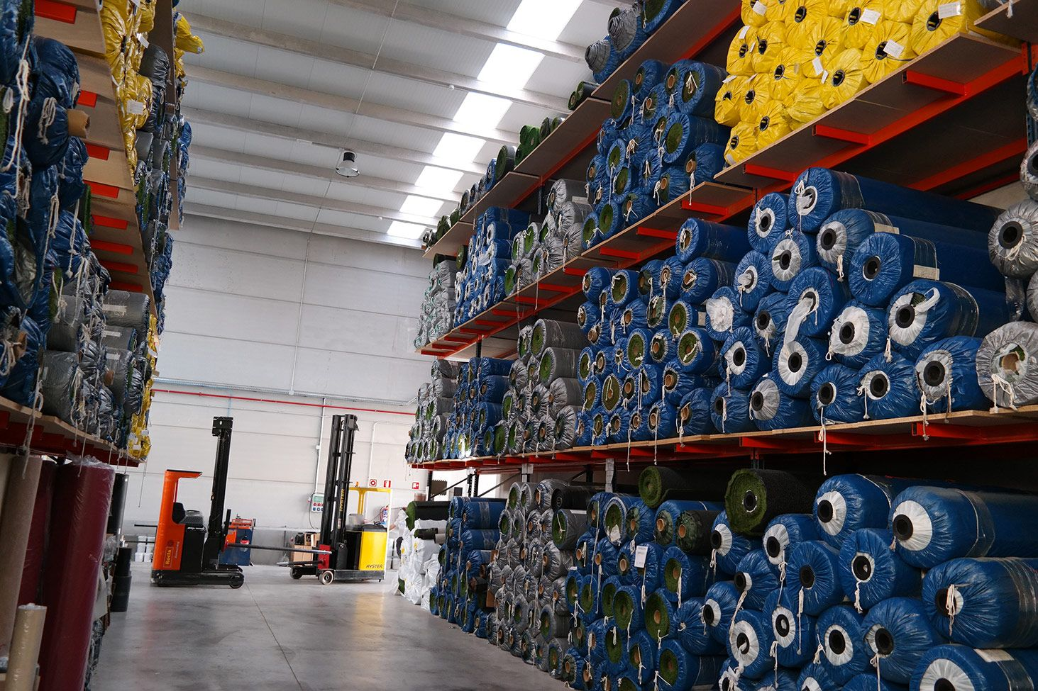 aisle between racks for 2 meter wide rolls