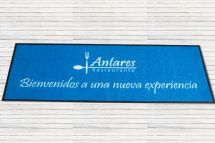 cesped-artificial-logotipo-antares-restaurante.jpg