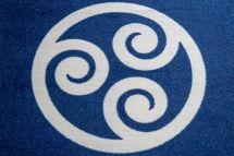 cesped-artificial-logotipo-construcwork-azul-y-blanco.jpg